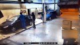 employé de lavage de voiture punit un voleur
