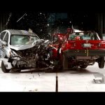 Nissan Tsuru 2015 εναντίον Nissan Versa 2016 (Crash test)