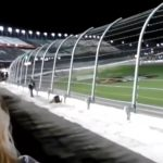 Μια τρομακτική στιγμή για τους θεατές σε αγώνα ταχύτητας