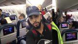 Τον έβγαλαν από το αεροπλάνο επειδή μίλησε αραβικά