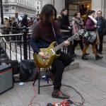 """Ο Miguel Montalban σε μια κιθαριστική διασκευή του """"Sultans of Swing"""""""
