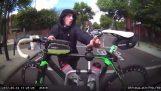 車から自転車の盗難を試みます