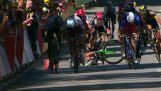 Maailmanmestari erotettiin Tour de France, kun hän työnsi hänen vastustajansa
