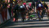 Παγκόσμιος πρωταθλητής αποβάλλεται από το Tour de France αφού έσπρωξε τον αντίπαλό του