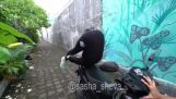 Acrobacias en un scooter (Fail)