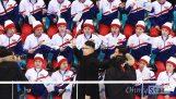 Σωσίας του Κιμ Γιονγκ Ουν τρολάρει τις τσιρλίντερ της Βόρειας Κορέας