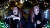 Δύο κορίτσια στη σφεντόνα του Λούνα Παρκ