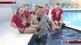 Παρουσιαστής του BBC πέφτει μέσα σε πισίνα