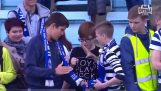 "three fans ""duel"" for a shirt"