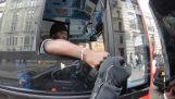 Ο αθόρυβος μοτοσικλετιστής, ο αόρατος πεζός και ο προνοητικός οδηγός λεωφορείου