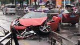 Γυναίκα καταστρέφει μια Ferrari 458 που μόλις έχει νοικιάσει