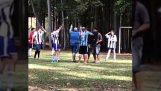 Το VAR χρησιμοποιείται σε ερασιτεχνικό αγώνα ποδοσφαίρου