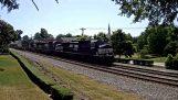 รถไฟฮิตรถบนทางรถไฟข้าม