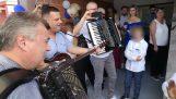Какво става, ако се съчетава хърватски и кенийски музика;