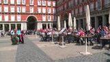 Φίλαθλοι της Αϊντχόβεν εξευτελίζουν τους ζητιάνους στη Μαδρίτη