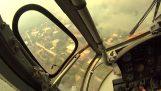 Lucha contra un incendio helicóptero fuego en Kineta