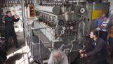 Εκκίνηση του κινητήρα ενός υποβρυχίου του 2ου Παγκοσμίου Πολέμου