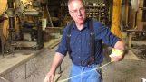 Hur man klipper en snöre med bara händer