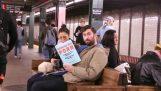 Ψεύτικα εξώφυλλα βιβλίων στο μετρό