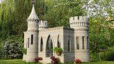 वह एक अस्थायी 3D प्रिंटर से सीमेंट के एक महल बनाया