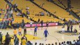 De Stephen Curry haalt 5/5 schot van het centrum