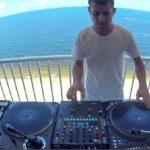 Ένας έμπειρος DJ αυτοσχεδιάζει