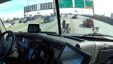 Trucker helps a motosikletistria on Highway