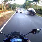 Μοτοσικλετιστής πέφτει από τη μηχανή του για να αποφύγει τη σύγκρουση
