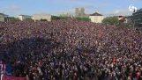 20.000 Ισλανδοί χειροκροτούν την ομάδα τους