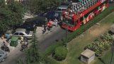 Οδηγός τουριστικού λεωφορείου εναντίον αυτοκινητιστών στη Θεσσαλονίκη