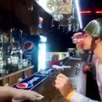 Σε ένα μπαρ της Ρωσίας…