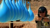 Πόσα μπαλόνια με νερό θα σταματήσουν μια σφαίρα;
