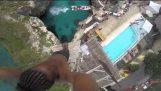 Μια θεαματική βουτιά 25 μέτρων στη Τζαμάικα