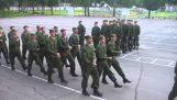 """När den ryska armén sjunger den """"Barbie tjej"""""""