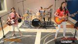"""Tre tjejer spela """"Enter Sandman"""""""