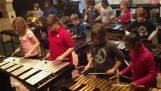 """El """"Tren loco"""" de orquesta de percusión para niños"""