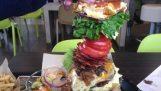 """""""巨无霸"""": 在麦当劳的大汉堡"""