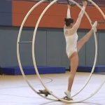Gymnastique rythmique avec roue