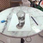 Ένα ποτήρι με νερό σε τρισδιάστατη ζωγραφιά