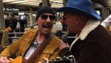 U2 chante déguisée en Metro New York