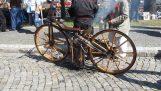 أول دراجة نارية في العالم (1869)