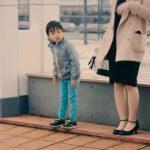 Μικρά παιδιά βοηθούν αγνώστους