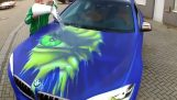 The BMW with the colors of the Hulk