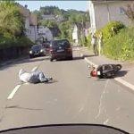 Μοτοσικλετιστής καταδιώκει οδηγό που εγκατέλειψε τον τόπο του ατυχήματος
