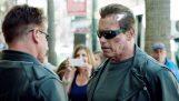 राहगीरों पर अर्नोल्ड Schwarzenegger मज़ाक