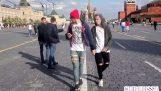 Δύο άνδρες στη Ρωσία προσποιούνται τους ομοφυλόφιλους