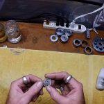 Ένα κέρμα μετατρέπεται σε δαχτυλίδι μέσα σε δύο λεπτά