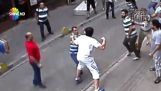 Irische Touristen gegen türkische Ladenbesitzer