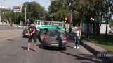 Driver arrabbiato in Russia aggressioni con pistola e ascia