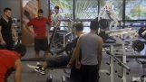 Παραολυμπιακοί αθλητές επισκέπτονται το γυμναστήριο